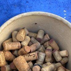 Coleccionismo Otros Botellas y Bebidas: CORCHOS ANTIGUOS DE BOTELLAS ENTRE 700 Y 1000 UDS.. Lote 221548867