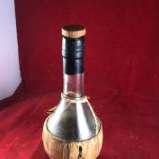 Coleccionismo Otros Botellas y Bebidas: BOTELLA ACEITE CANESTRO ITALIA. Lote 222621931