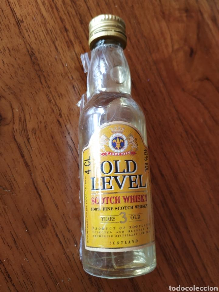 BOTELLIN MINIATURA 100%FINE SCOTCH WHISKY OLD LEVEL- YEARS 3 OLD. 4 CL. (Coleccionismo - Otras Botellas y Bebidas )