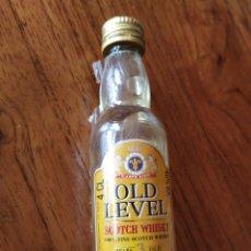 Coleccionismo Otros Botellas y Bebidas: BOTELLIN MINIATURA 100%FINE SCOTCH WHISKY OLD LEVEL- YEARS 3 OLD. 4 CL.. Lote 222648946