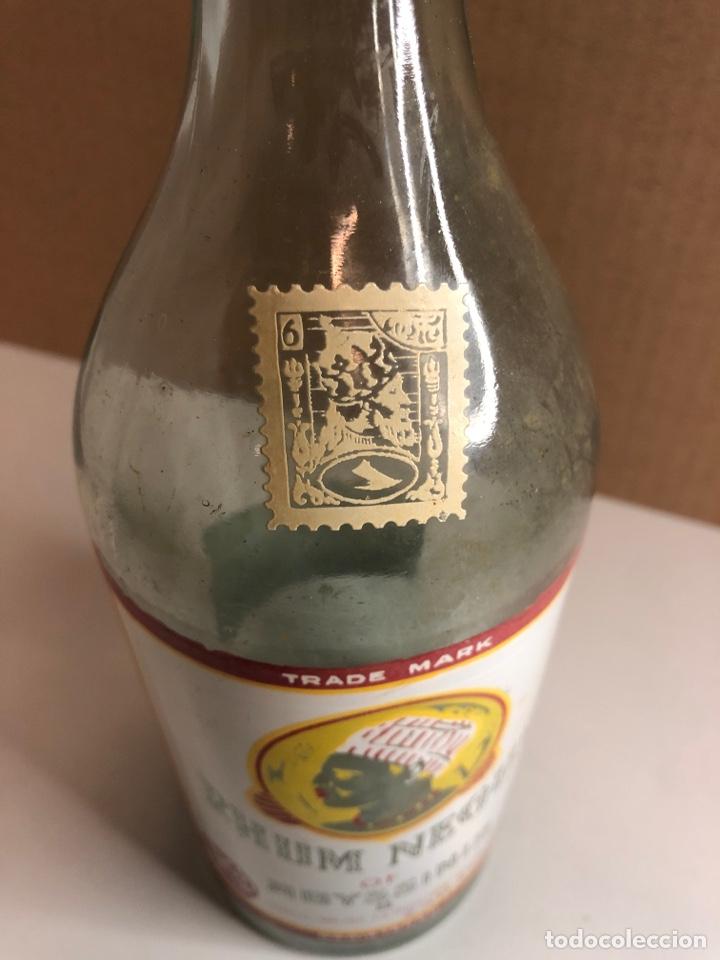 Coleccionismo Otros Botellas y Bebidas: Botella antigua de RHUM NEGUS SERIGRAFIADA el corcho no sé si es original - Foto 3 - 227888615