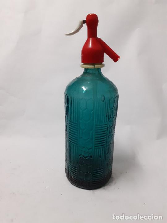 SIFÓN VERDE CON RELIEVES (Coleccionismo - Otras Botellas y Bebidas )