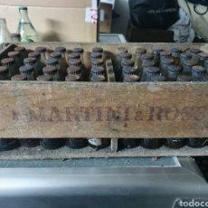 Coleccionismo Otros Botellas y Bebidas: CAJA MADERA MARTINI BLANCO + 50 BOTELLINES. Lote 235177810