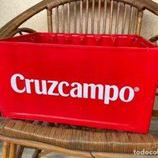 Coleccionismo Otros Botellas y Bebidas: CAJA DE BOTELLINES CRUZCAMPO CAJON DE PLASTICO BOTELLAS CERVEZA. Lote 238171905