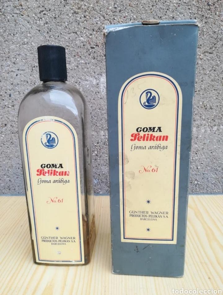 ANTIGUA BOTELLA GOMA ARÁBIGA PELIKAN, Nº 61. (Coleccionismo - Otras Botellas y Bebidas )