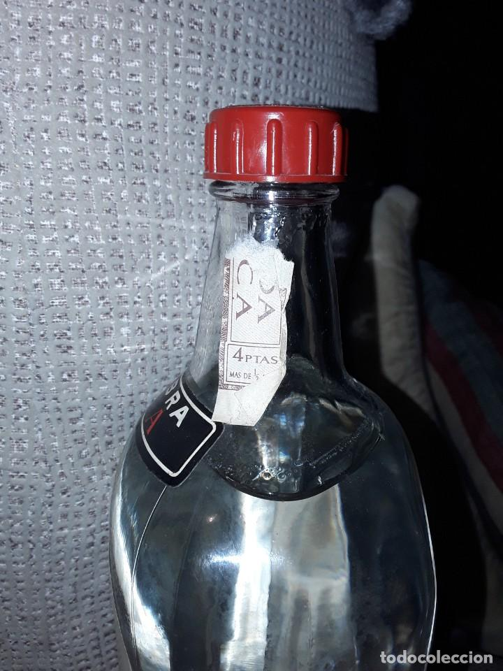 Coleccionismo Otros Botellas y Bebidas: GINEBRA SECA GIN MORGADOR .PRECINTO 4 PESETAS. - Foto 5 - 243103665