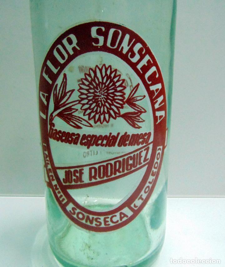 BOTELLA DE GASEOSA LA FLOR SONSECANA, SONSECA TOLEDO, MUY BUEN ESTADO, 1 LITRO (Coleccionismo - Otras Botellas y Bebidas )