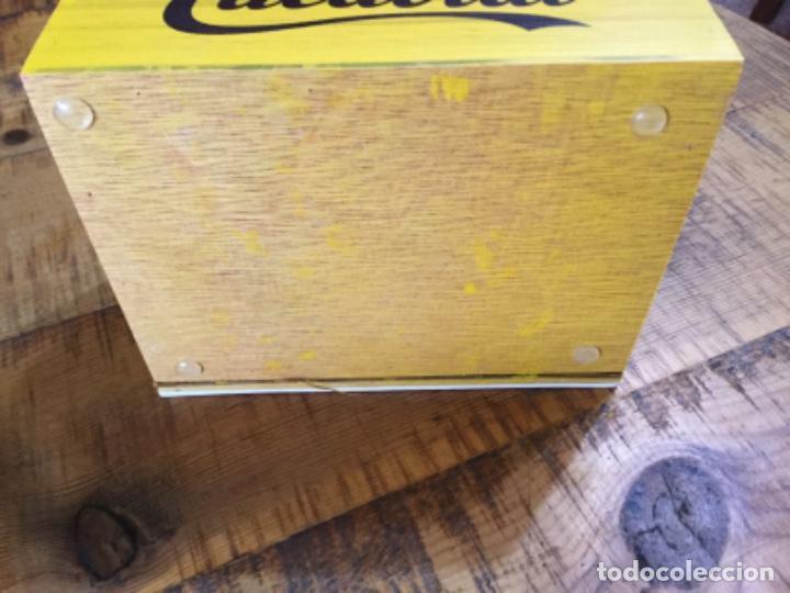 Coleccionismo Otros Botellas y Bebidas: CACAOLAT - SERVILLETERO DE MADERA - 2020 - BARCELONA - Foto 5 - 244481510