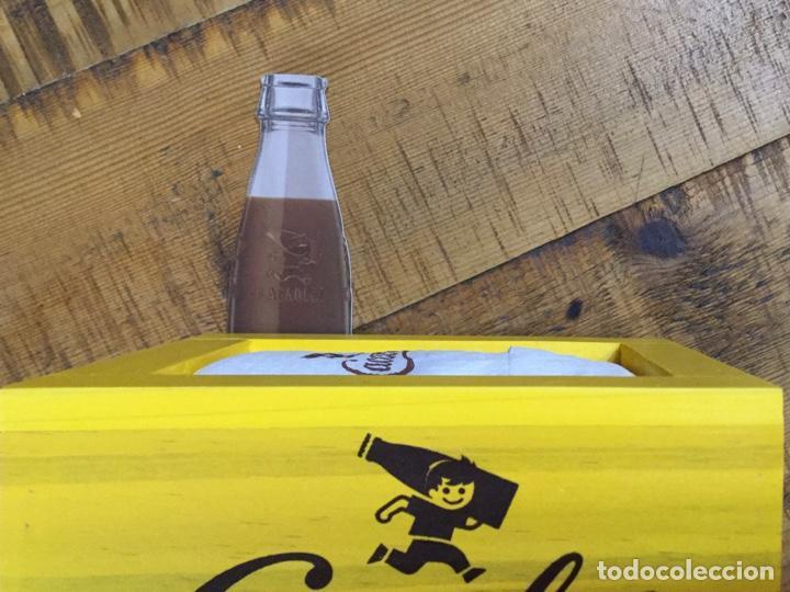 Coleccionismo Otros Botellas y Bebidas: CACAOLAT - SERVILLETERO DE MADERA - 2020 - BARCELONA - Foto 6 - 244481510