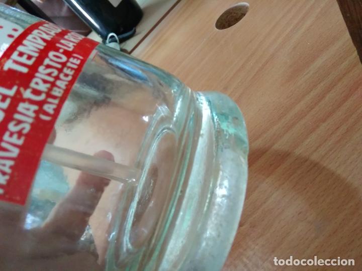 Coleccionismo Otros Botellas y Bebidas: Sifón Manuel Temprado Travesia del Cristo La Roda Albacete. Pieza rara. Vitrina despacho. - Foto 3 - 247485520