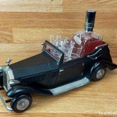 Coleccionismo Otros Botellas y Bebidas: COCHE LICORERA CON VASITOS PARA 6 CHUPITOS. Lote 248569570