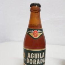 Coleccionismo Otros Botellas y Bebidas: CERVEZA AGUILA DORADA ,33CL ,LLENA ,GRABADA EN EL CUELLO. Lote 253814085