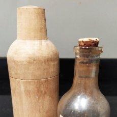 Coleccionismo Otros Botellas y Bebidas: BOTELLA ELIXIR VEGETAL. CHARTREUX TARRAGONA. Lote 254497670