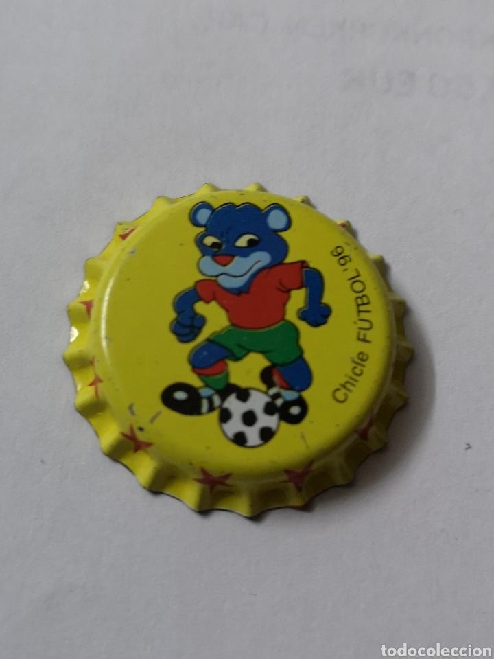 A15. TAPON CORONA. CROWN CAPS. CHICLE FUTBOL 96 (Coleccionismo - Otras Botellas y Bebidas )