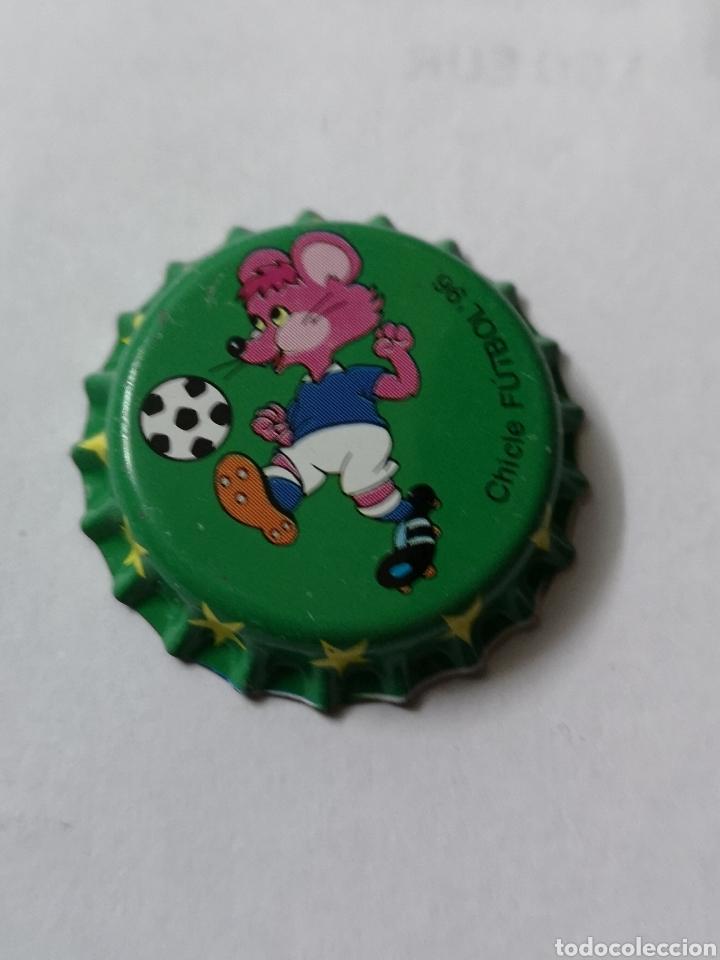 A16. TAPON CORONA. CROWN CAPS. CHICLE FUTBOL 96 (Coleccionismo - Otras Botellas y Bebidas )