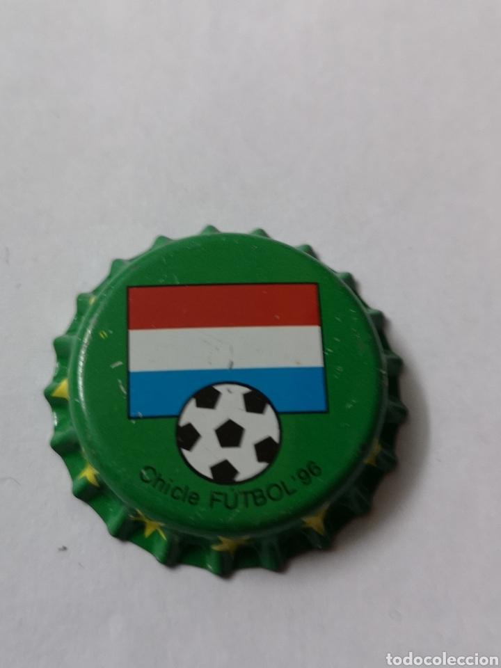 A23. TAPON CORONA. CROWN CAPS. CHICLE FUTBOL 96 (Coleccionismo - Otras Botellas y Bebidas )