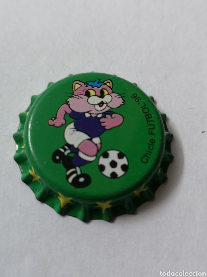 A26. TAPON CORONA. CROWN CAPS. CHICLE FUTBOL 96 (Coleccionismo - Otras Botellas y Bebidas )