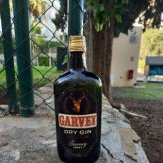 Coleccionismo Otros Botellas y Bebidas: GARVEY DRY GYN PRECINTADA SELLO 4 PTAS BODEGAS SAN PATRICIO 1780 JEREZ PIEZA DE COLECCIONISTA. Lote 260403665