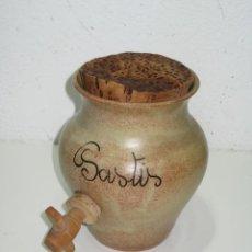 Coleccionismo Otros Botellas y Bebidas: ANTIGUA JARRA DE BARRO CON GRIFO MADERA.. PASTIS.. Lote 288532118