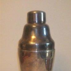 Coleccionismo Otros Botellas y Bebidas: ANTIGUA COCTELERA DE ALPACA PLATEADA ESTILO ART DECÓ. Lote 290132213