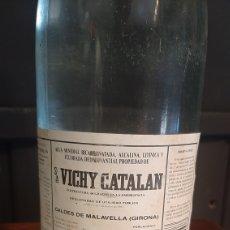 Coleccionismo Otros Botellas y Bebidas: BOTELLA SA VICHY CATALAN CALDES DE MALAVELLA GIRONA ENTERA. Lote 295629433