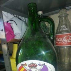 Coleccionismo Otros Botellas y Bebidas: BOTELLA DE CRISTAL REAL MADRID. Lote 296818883