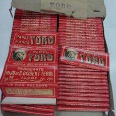 Papel de fumar: PAPEL DE FUMAR TORO , TOROS , ALCOY ALICANTE , CAJA CON 100 PAQUETES , ANTIGUOS, ORIGINALES. Lote 88359031
