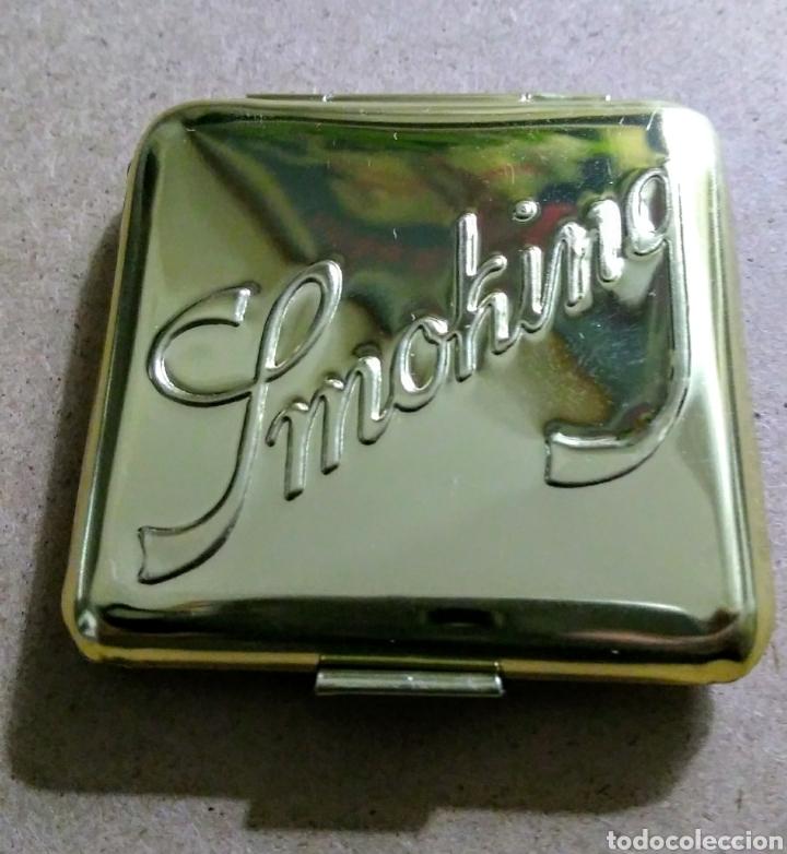 Papel de fumar: Cajita metálica papel de fumar SMOKING dorada. Años 80 - Foto 2 - 187420035
