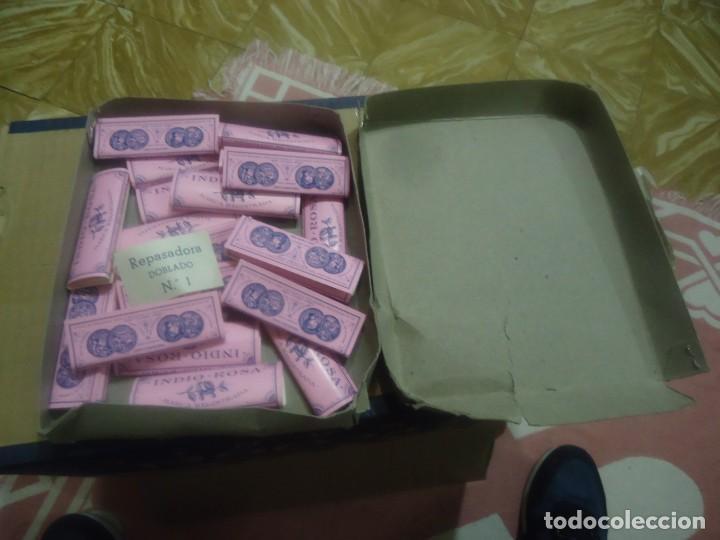 Papel de fumar: Antigua caja de papel de fumar marca el indio rosa,Hijos de Genaro marin,Barcelona. - Foto 2 - 191401173