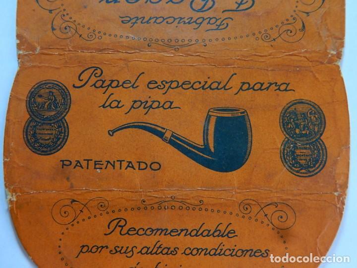 Papel de fumar: Envoltura o parte de ella, de un librillo papel de fumar especial para la pipa. F. Roger. Barcelona. - Foto 3 - 194084310
