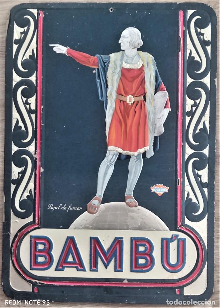BAMBÚ, PAPEL DE FUMAR - ORIGINAL CARTEL PUBLICIDAD CON RELIEVE 34 X 48 CM - COLÓN - AÑOS 30 (Coleccionismo - Objetos para Fumar - Papel de fumar )