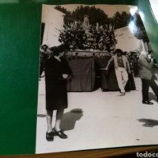 Coleccionismo Papel Varios: FOTO DE UNA PROCESIÓN DE UN PUEBLO DE ALBACETE. AÑOS 60-70. FOTOS MORENO. Lote 92814402