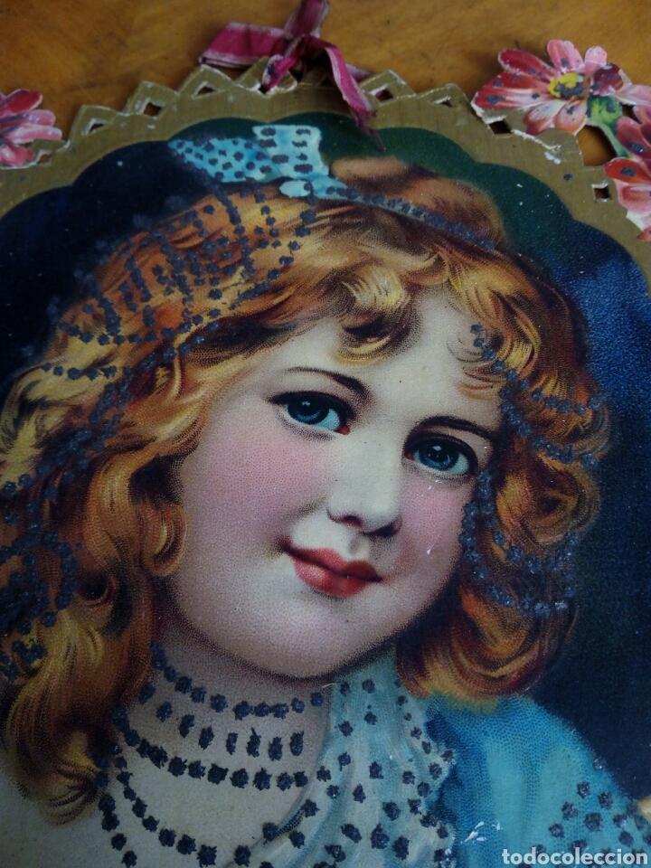 Coleccionismo Papel Varios: Cartón troquelado y grofado y con purpurina niña. Modernista. Cartel. - Foto 2 - 106630956
