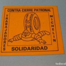 Coleccionismo Papel Varios: PEGATINA CONTRA CIERRE PATRONAL MICHELÍN. SANTANDER AÑO 80. TAMAÑO 8X7 CM. Lote 135672751