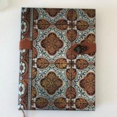 Paper Collecting Others - Libreta de notas con tapas de lujo medieval con cierre lateral - 144734929