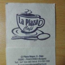 Coleccionismo Papel Varios: SERVILLETA DE PAPEL - LA PLAZA CAFÉ - PANCORBO - BURGOS - TAZA. Lote 173607648
