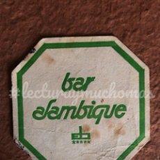 Coleccionismo Papel Varios: ANTIGUO POSAVASOS DEL BAR ALAMBIQUE. 8 X 8 CMS. DE PAPEL.. Lote 176302999