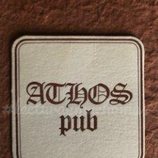 Coleccionismo Papel Varios: ANTIGUO POSAVASOS DEL PUB ATHOS DE MADRID. 8 X 8 CMS. DE PAPEL TIPO CARTULINA.. Lote 176303464