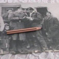 Coleccionismo Papel Varios: RECORTE AÑOS 60 - EL BAILARIN ESPAÑOL ANTONIO GADES , CON GUARDIA CIVIL. Lote 194870951