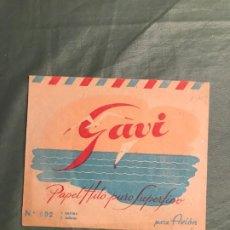 Coleccionismo Papel Varios: PAPEL DE HILO DE CARTAS PARA AVIÓN - MARCA GAVI - CONTENÍA 5 CARTAS Y 5 SOBRES - AHORA VACIO. Lote 195327453