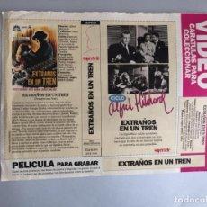 Coleccionismo Papel Varios: CARATULA VÍDEO VHS SUPERTELE ALFRED HITCHCOCK EXTRAÑOS EN UN TREN. Lote 196049775