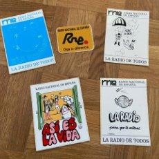 Coleccionismo Papel Varios: LOTE DE 5 PEGATINAS RADIO NACIONAL DE ESPAÑA RNE. Lote 202003080