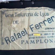 Coleccionismo Papel Varios: PAMPLONA. GRAN TINTORERIA DE LYON DE RAFAEL FERRER. ESTAFETA. 63X38 CM. CIRCA 1920.. Lote 222358623