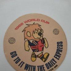 Coleccionismo Papel Varios: OCASION COLECCIONISTAS POSAVASOS ANTIGUO AÑOS 60 . 1966 WORLD CUP GO TO IT WITH THE DAILY EXPRESS. Lote 262055660