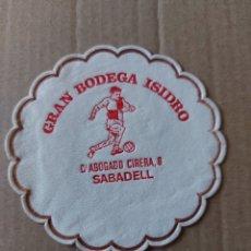 Coleccionismo Papel Varios: 9 CM POSAVASOS REDONDO PAPEL LOCAL GRAN BODEGA ISIDRO SABADELL BAR RESTAURANTE. Lote 288975988