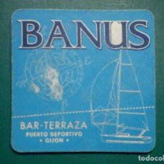 Coleccionismo Papel Varios: POSAVASOS - BAR TERRAZA - BANUS - PUERTO DEPORTIVO - GIJÓN. Lote 295507568
