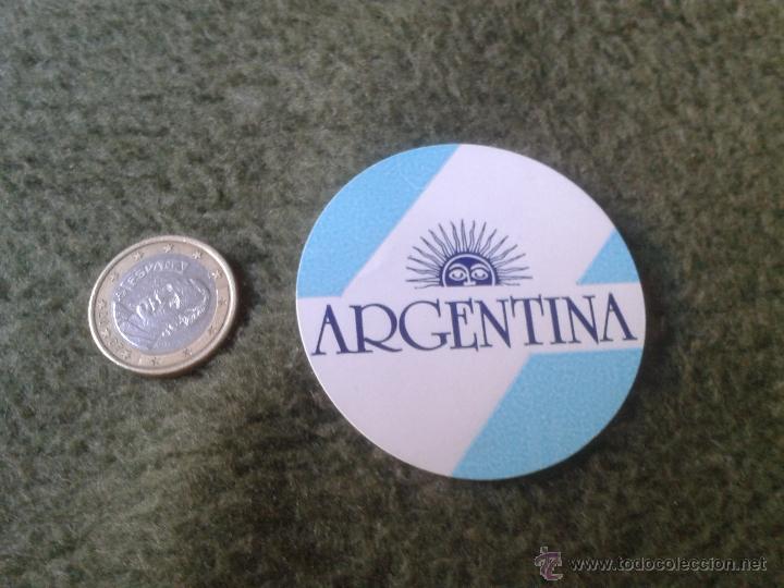 PEGATINA ADHESIVO STICKER CIRCULAR ESCASA BANDERA DE ARGENTINA TENGO MAS PEGATINAS VEAN MIS LOTES. (Coleccionismos - Pegatinas)