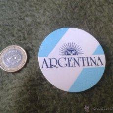 Pegatinas de colección: PEGATINA ADHESIVO STICKER CIRCULAR ESCASA BANDERA DE ARGENTINA TENGO MAS PEGATINAS VEAN MIS LOTES.. Lote 47444262