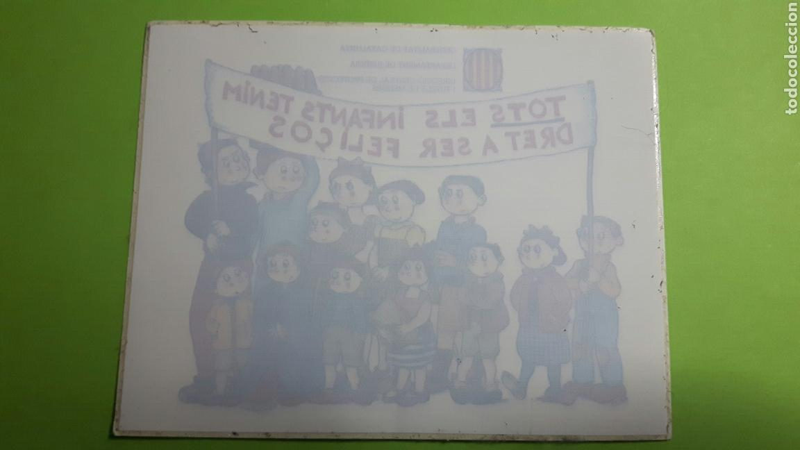 PEGATINA ADHESIVO TOTS ELS INFANTS TENIM DRET A SER FELIÇOS (Coleccionismos - Pegatinas)