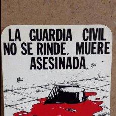 Pegatinas de colección: ADHESIVO / PEGATINA - LA GUARDIA CIVIL NO SE RINDE, MUERE ASESINADA. / SIN DESPEGAR.. Lote 78572825